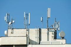Émetteurs de GM/M sur un toit Images libres de droits