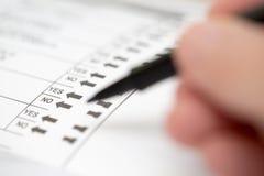 Émettre un vote sur un vote d'élection Image stock