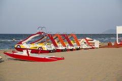 Émilie-Romagne, Italie, bateaux sur la plage Photographie stock libre de droits