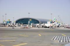 Émirats Airbus A340 à l'aéroport de Dubaï en février  Photographie stock libre de droits
