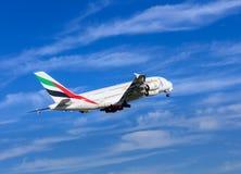 Émirats Airbus A-380 après le décollage Image libre de droits