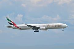 Émirats Boeing 777 débarquant à l'aéroport d'Istanbul Ataturk dans Turke Photo stock