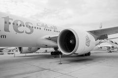 Émirats Boeing 777 dans l'aéroport de Dubai International Image stock