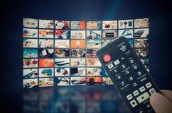 Émission visuelle de télévision de mur de multimédia photographie stock libre de droits