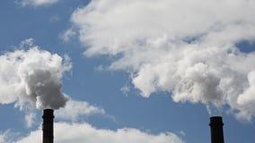 Émissions des substances néfastes dans l'atmosphère clips vidéos