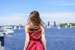 Émotion astucieuse d'évasion de ville de nature de l'eau bleue du soleil exprimant la station de vacances image libre de droits