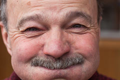 Émotions au visage d'homme plus âgé Images stock