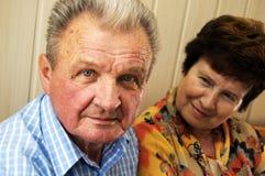 émotions de couples aînées Photographie stock libre de droits