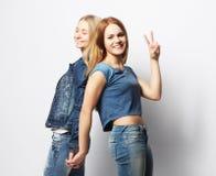 Émotions, les gens, ados et concept d'amitié - jeune adolescent deux Images stock