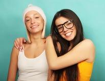 Émotions, les gens, ados et concept d'amitié - souriant assez Photo libre de droits