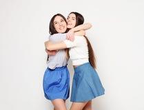 Émotions, les gens, ados et concept d'amitié - souriant assez Photographie stock libre de droits