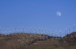 Énergie électrique de production d'électricité de fermes de vent photographie stock libre de droits