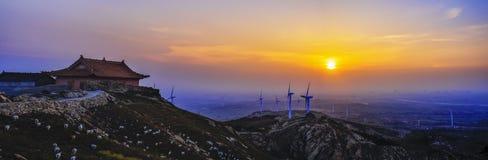 Énergie éolienne et le coucher de soleil Image stock