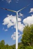 Énergie éolienne, turbine blanche photographie stock libre de droits