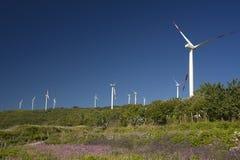 Énergie éolienne, turbine blanche photo stock