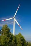 Énergie éolienne, turbine blanche images libres de droits