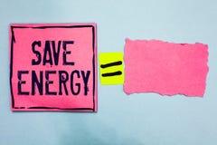 Énergie d'économies d'apparence de note d'écriture La photo d'affaires présentant diminuant la quantité d'énergie a employé réali image libre de droits