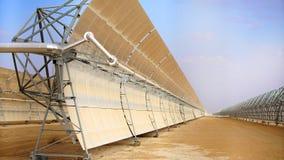Énergie de substitution, batteries solaires de paysage industriel Photos libres de droits