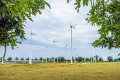 Énergie de substitution de turbines de vent dans le domaine Photo libre de droits