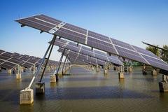 Énergie et développement durable verts de l'énergie solaire photos libres de droits