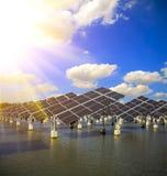 Énergie et développement durable verts de l'énergie solaire photographie stock