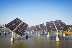 Énergie et développement durable verts de l'énergie solaire photo stock