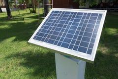 énergie fournisseuse de pile solaire à la sonde pour surveiller l'humidité dedans image libre de droits