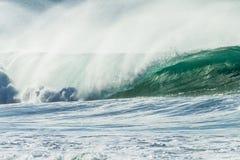 Énergie hydraulique de réflexions de vague Images stock