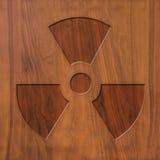 Énergie nucléaire de signe sur le bois Image stock