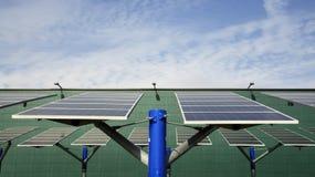Énergie renouvelable : panneaux solaires Image stock
