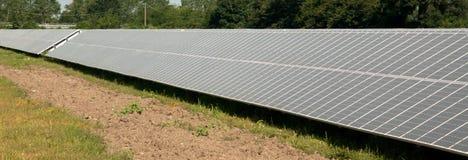 Énergie renouvelable : panneaux solaires Image libre de droits