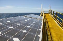Énergie solaire avec la station de fusée d'huile et d'installation Photos stock