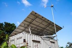 Énergie solaire et générateur de turbine de vent Concept vert d'énergie Photographie stock libre de droits