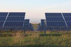 Énergie solaire, panneaux solaires, énergies renouvelables, modules de picovolte Photos libres de droits