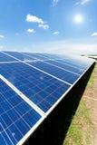 Énergie solaire pour l'énergie renouvelable électrique du soleil Images libres de droits
