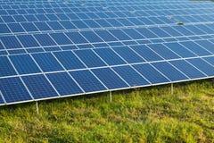 Énergie solaire pour l'énergie renouvelable électrique du soleil Image libre de droits