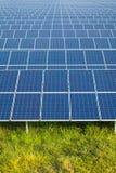 Énergie solaire pour l'énergie renouvelable électrique du soleil Photographie stock libre de droits