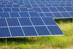 Énergie solaire pour l'énergie renouvelable électrique du soleil Photo libre de droits