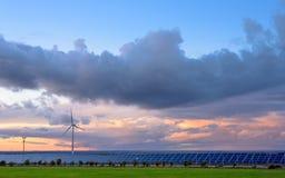 Énergies renouvelables au coucher du soleil II Image libre de droits