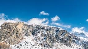 Énorme position de crêtes de montagne grande images libres de droits