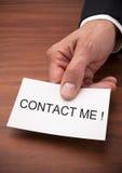 Éntreme en contacto con tarjeta de visita imagen de archivo libre de regalías