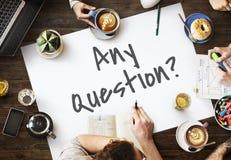 Éntrenos en contacto con concepto de la ayuda de servicio de atención al cliente de la pregunta fotografía de archivo