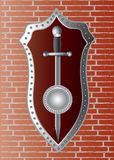 Épée avec un bouclier sur le mur Image stock