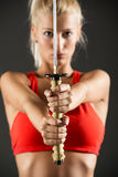 Épée dans les mains d'une belle femme Photos libres de droits