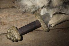 Épée de Viking sur une fourrure Photos libres de droits
