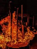 Épées brûlantes images stock