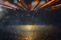 Épanouissement abstrait de lentille image de concept de fond de voyage de l'espace ou de temps au-dessus des couleurs foncées et  Photos libres de droits