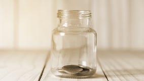 Épargnez l'argent et expliquez des opérations bancaires le concept d'affaires de finances photos stock