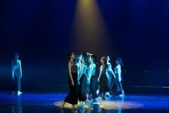 Épaule par l'épaule--Âne de drame de danse obtenir l'eau photographie stock libre de droits