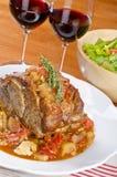Épaule rôtie de porc, vin rouge et salade verte #1 Images libres de droits